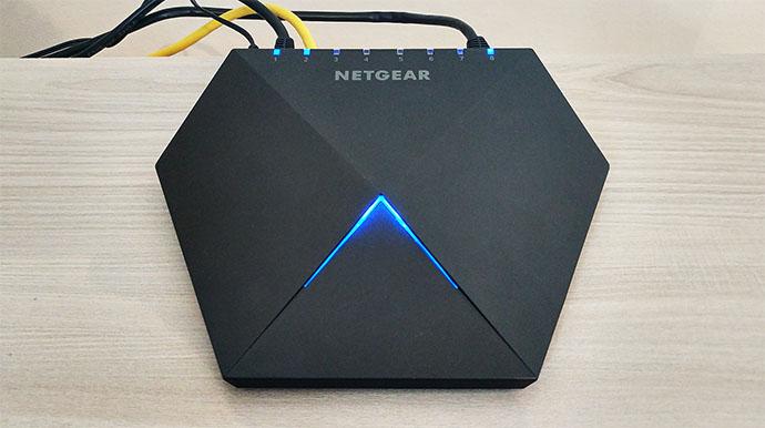 netgear-nighthawk-s8000