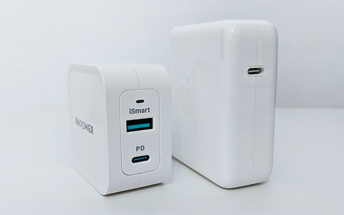 ravpower-65w-wall-charger-vs-apple