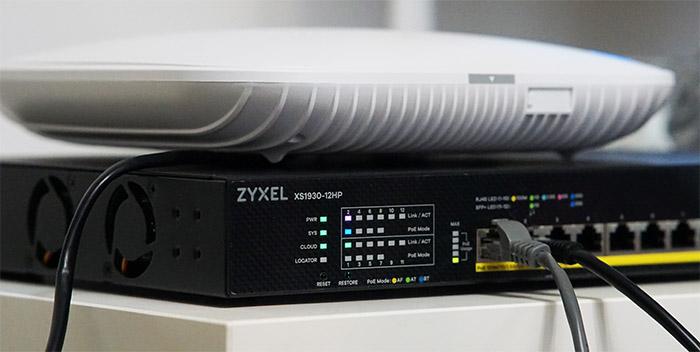 zyxel-xs1930-12hp-leds