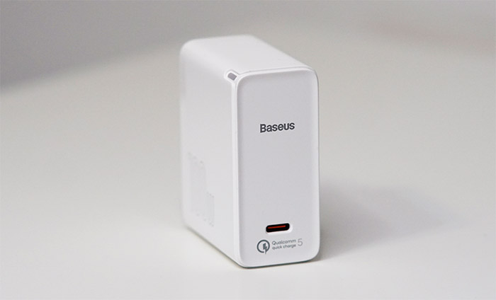baseus-100w-fast-charger-side